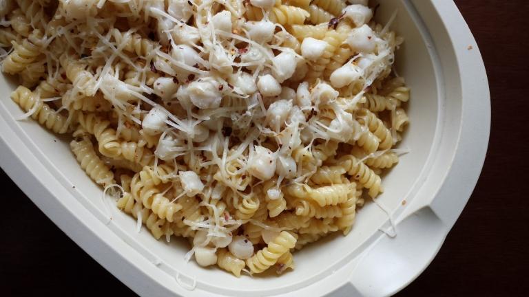 Cheese, scallops, and fusilli