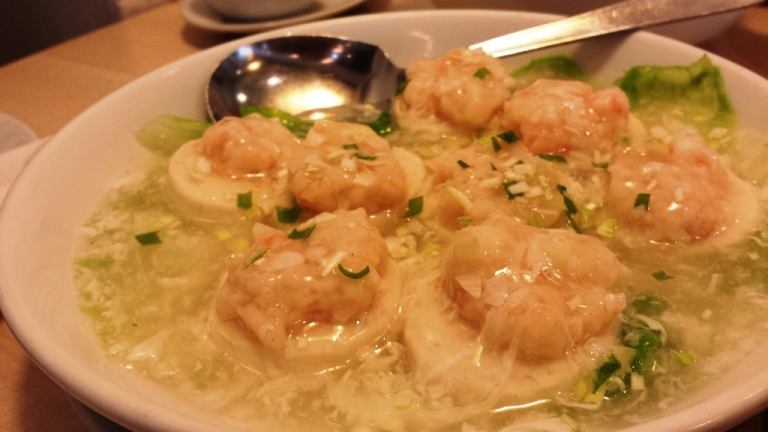Steamed shrimp on tofu