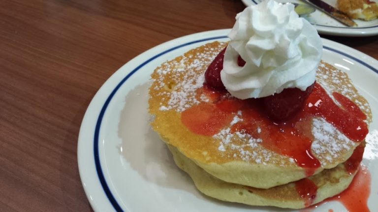 Looks good, strawberry pancakes