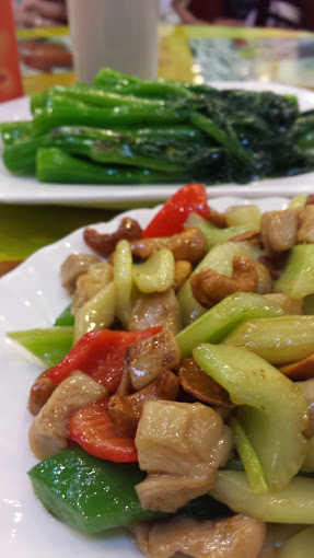 Chicken with cashews and peppers