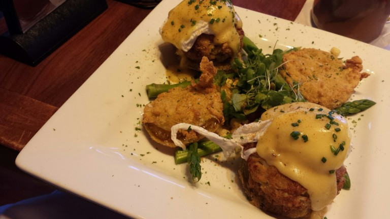 Eggs benedict on crabcakes